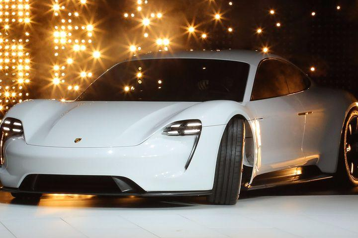 an introduction to porsche company sport car industry