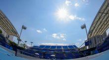 Sob sol forte, Medvedev e Swiatek vencem e brasileiro cai na estreia do tênis