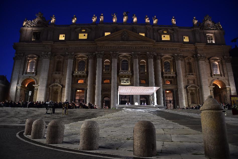 Pope Francis (C) leads a vigil prayer in preparation for the Synod on the Family on October 4, 2014 at St Peter's square at the Vatican