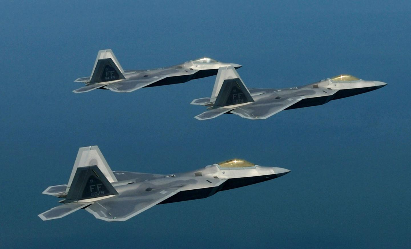 QnA VBage Another Reason Why the F-22 Raptor Is the Most Dangerous Fighter in the Sky