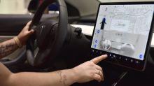 Tesla「很快」會為旗下車款增加 Netflix 和 YouTube 播放功能