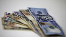 Bolsa de Brasil cae, pero cierra la semana con avance cercano al 10%