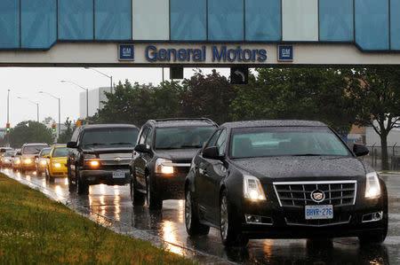 Karyawan General Motor Pecah dalam Tangis atas Rencana PHK Ribuan Karyawannya