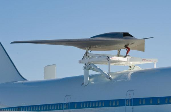 Boeing's Phantom Ray soars like a terrifying, unmanned eagle