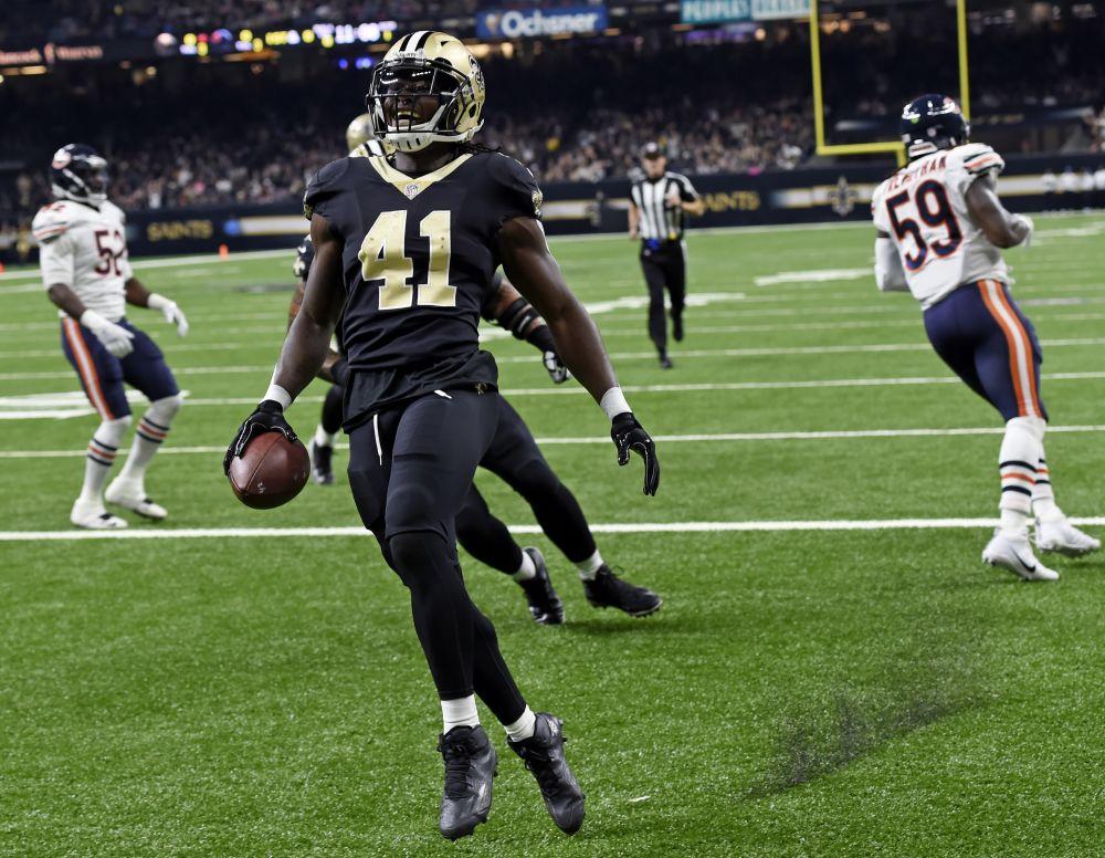 New Orleans Saints running back Alvin Kamara (41) celebrates his touchdown against the Bears. (AP)