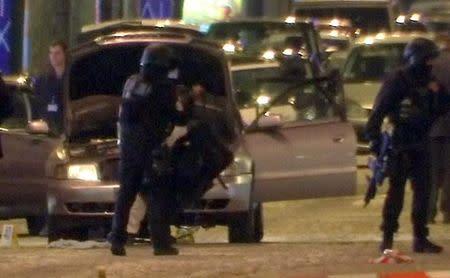 La policía francesa busca a un segundo sospechoso de ataque en París