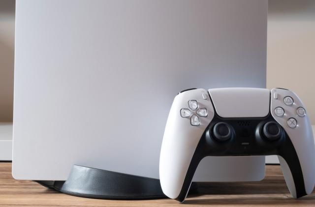 DualSense teardown exposes the gears behind Sony's 'adaptive triggers'
