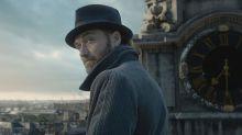 Jude Law diz que homossexualidade de Dumbledore será abordada na franquia 'Animais Fantásticos'