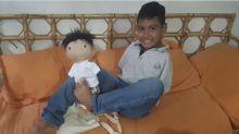 Mulher cria bonecos personalizados para crianças com deficiências e condições raras