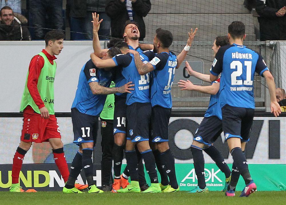 Le gare del venerdì: Cesena-Frosinone per la fuga, sfida Champions in Germania