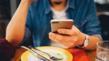 Apego ao celular pode provocar doenças