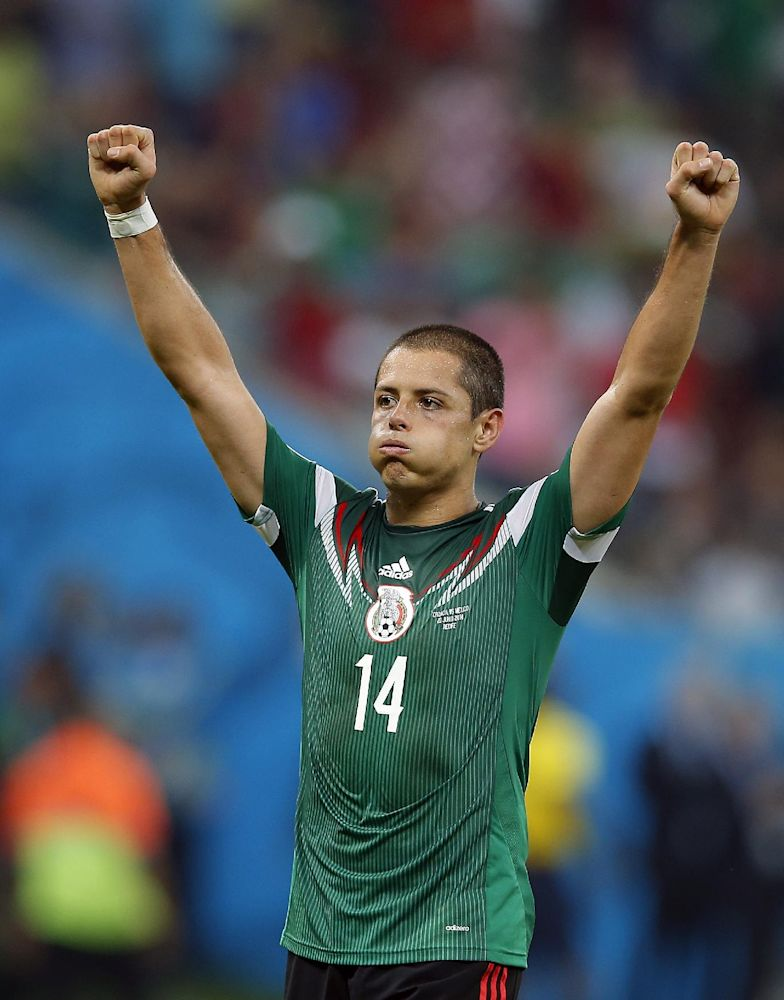 Manchester United adds Hernandez for US tour