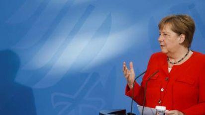 Merkel sieht voll besetzte EM-Stadien skeptisch