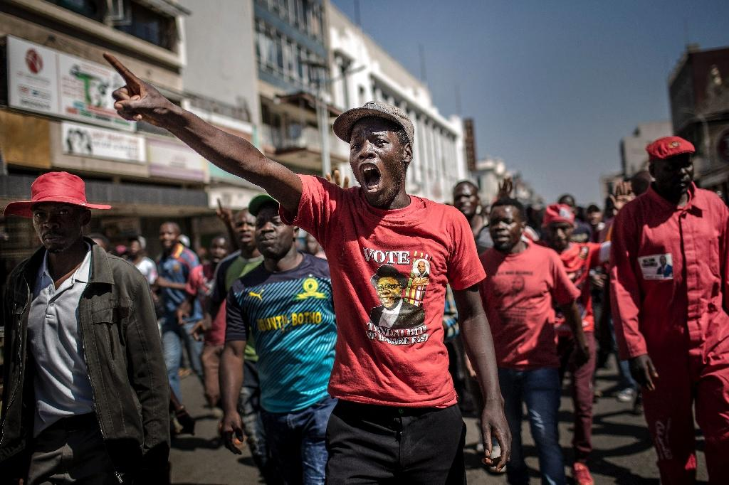 Supporters of the opposition Movement for Democratic Change (MDC) party protest in Harare against alleged fraud by the election authority and ruling party after the announcement of results on August 1, 2018 (AFP Photo/Luis TATO)