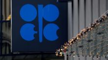 Russia, Saudi Arabia to Debate Oil Output Cuts as US Resists Joining
