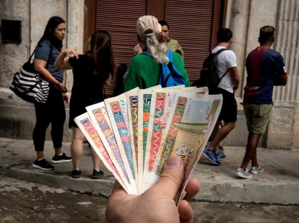 Cuban convertible pesos (CUC) in front of a currency exchange bureau in Havana, on February 8, 2018 (AFP Photo/Adalberto ROQUE)