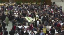 Pope invites thousands of poor to lunch at Vatican