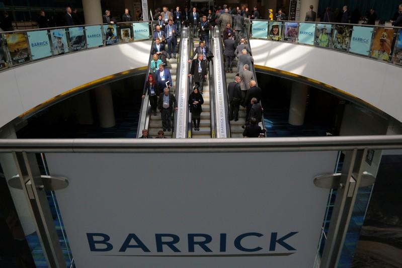 Barrick Gold beats forecasts, raises dividend