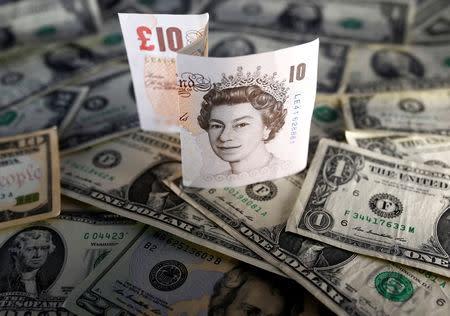 Imagen De Archivo Irativa Billetes Dólares Estadounidenses Y Libras Esterlinas