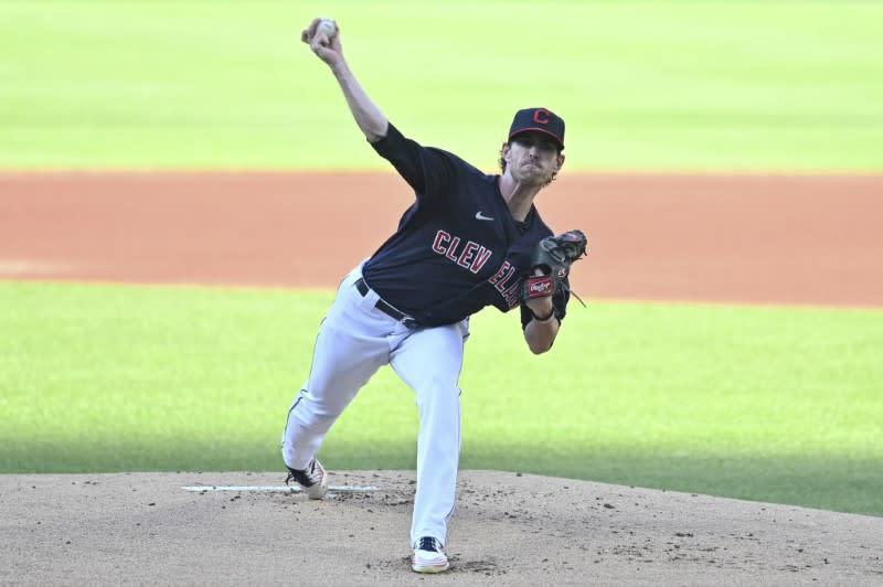 MLB roundup: Bieber fans 14 as Indians top Royals