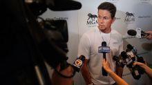 El actor Mark Wahlberg descubre su loca rutina deportiva