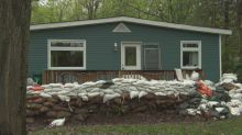 Volunteers still 'urgently' needed to remove sandbags in West Carleton, city says