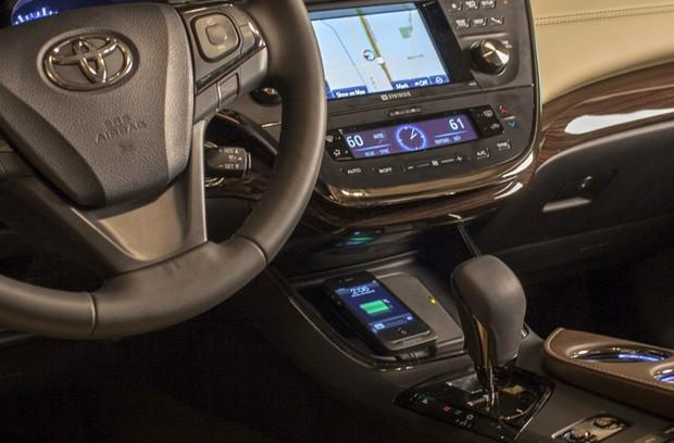 Toyota 2013 Avalon Limited packs Qi wireless charging