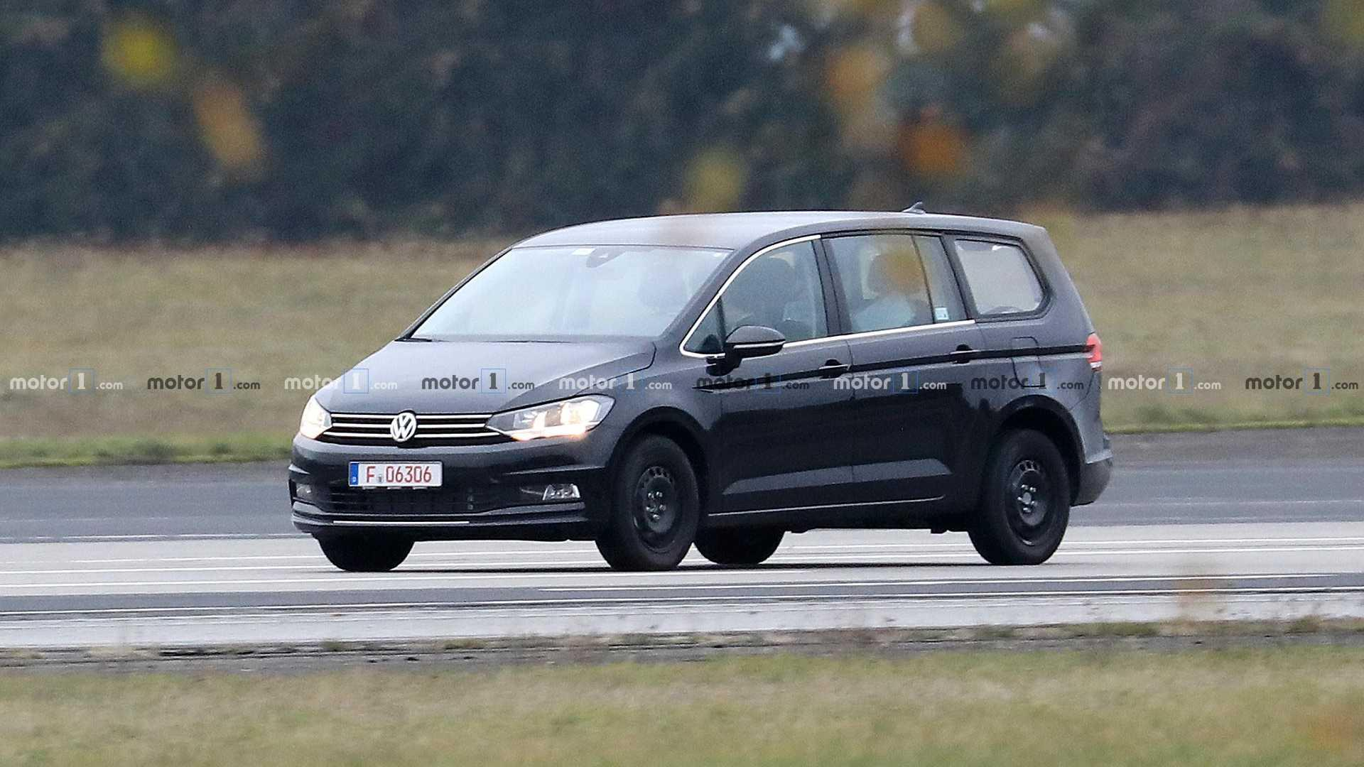 vw variosport spied as crossover alternative. Black Bedroom Furniture Sets. Home Design Ideas