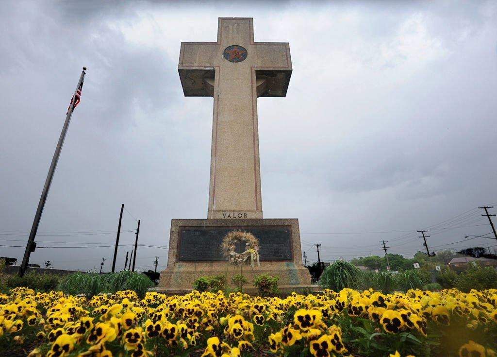Supreme Court Allows Maryland Cross Honoring WWI Veterans on Public Land