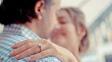 Homem pede a namorada em casamento sem querer sob efeito de sonífero