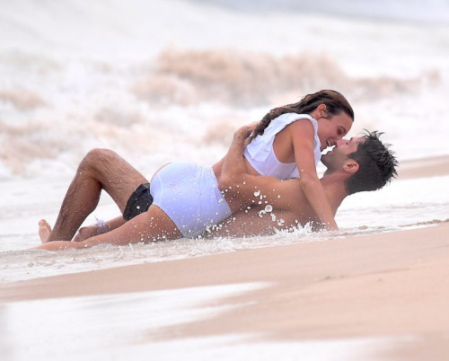 Newlyweds Laura Perlongo and Nev Schulmanshare a romantic moment on the shoreline. (Photo: Splash)