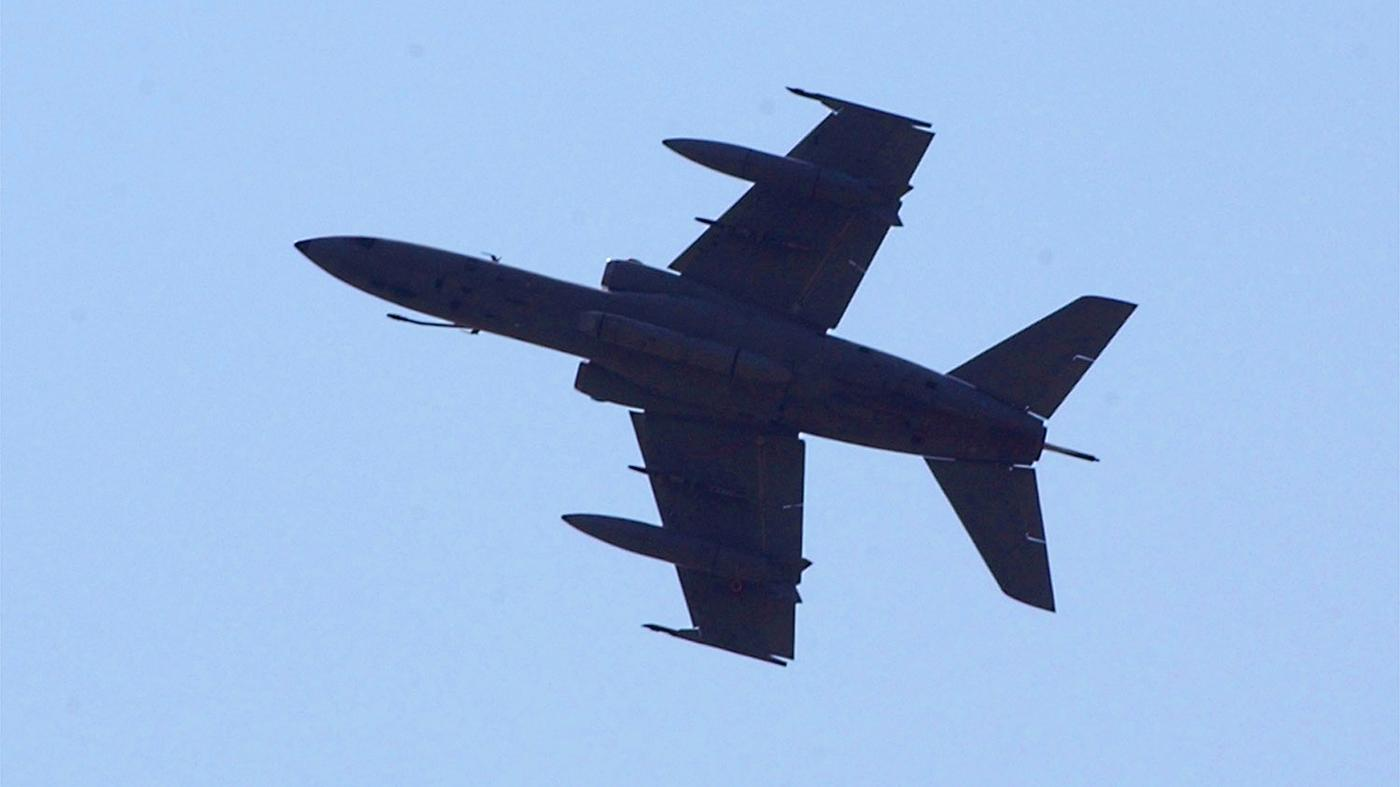 Aereo Di Linea Affiancato Da Caccia : Boati in lombardia aereo di linea perde contatti caccia
