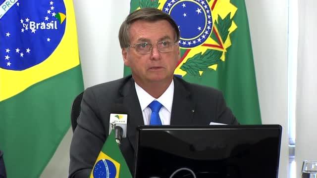 """El presidente de Brasil, Jair Bolsonaro, calificó el martes de """"mentira"""" el hecho de que los incendios estén devastando parte de la selva amazónica, a pesar de que los datos de su propio gobierno muestren un aumento del número de fuegos forestales en la región. (Brasil medioambiente política - Ya disponible)"""