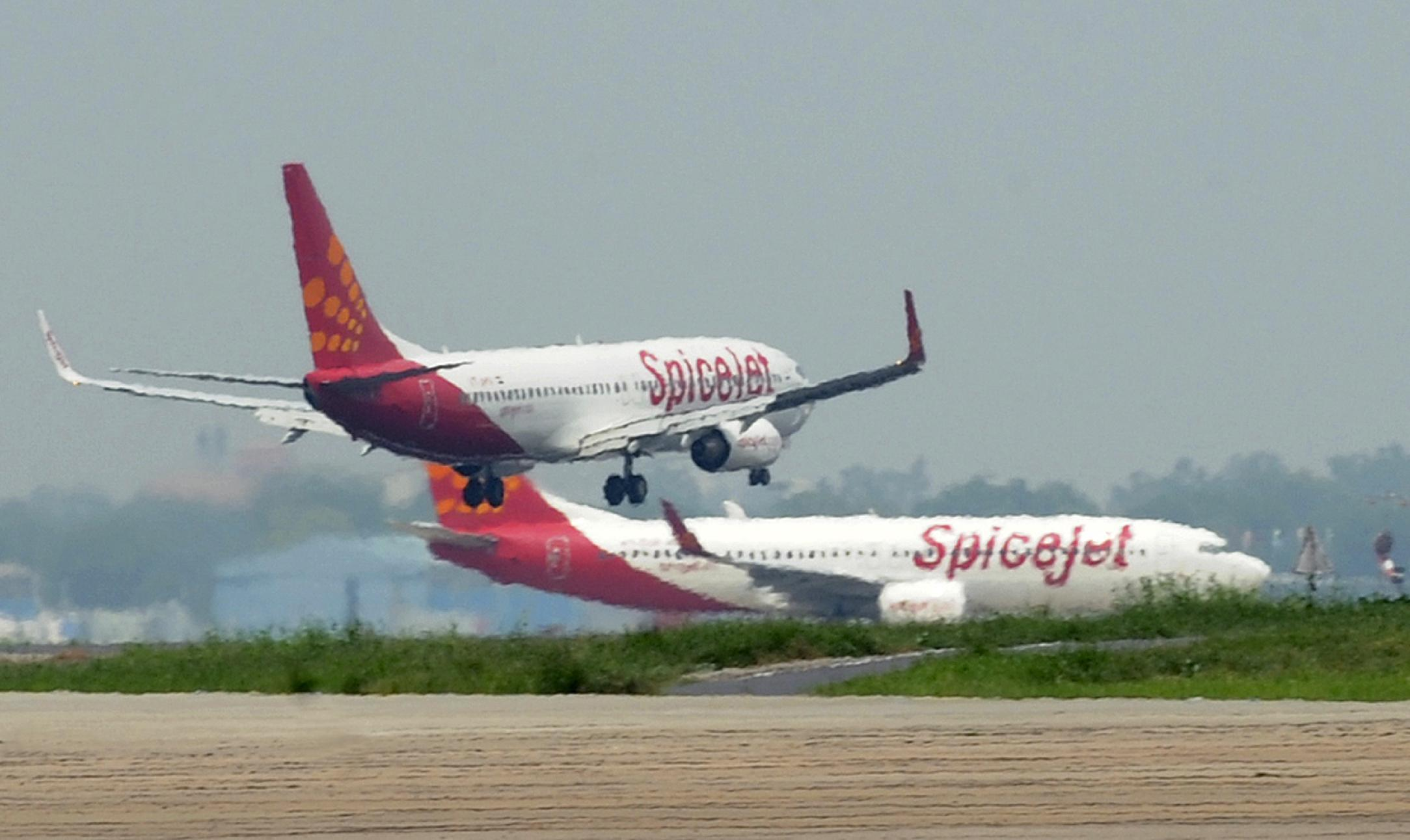 India's SpiceJet grounds fleet after running out of fuel