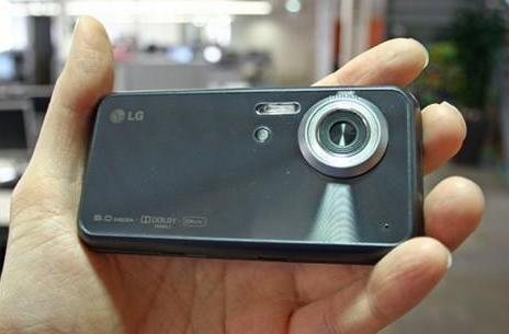 LG's 8-megapixel Renoir handset gets previewed, handled