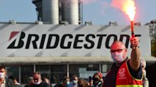 """Bridgestone: """"On a été traités comme des chiens"""" par la direction, dénoncent les salariés"""