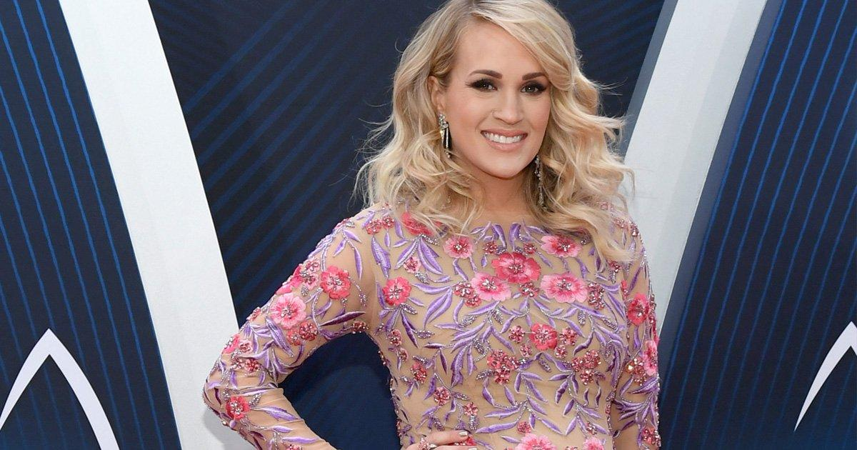 Carrie Underwood S Family Tying Her Shoes Shows The Struggles Of