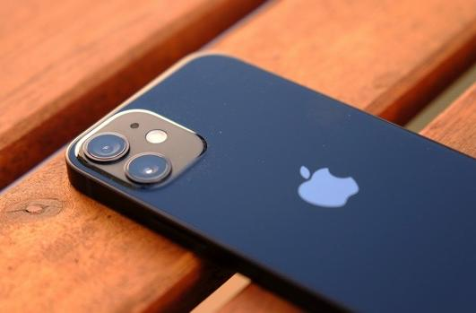 The Morning After: Bigger batteries rumored for the next iPhone