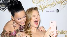 Katy Perry und Drew Barrymore überraschen mit Selfie-Session!