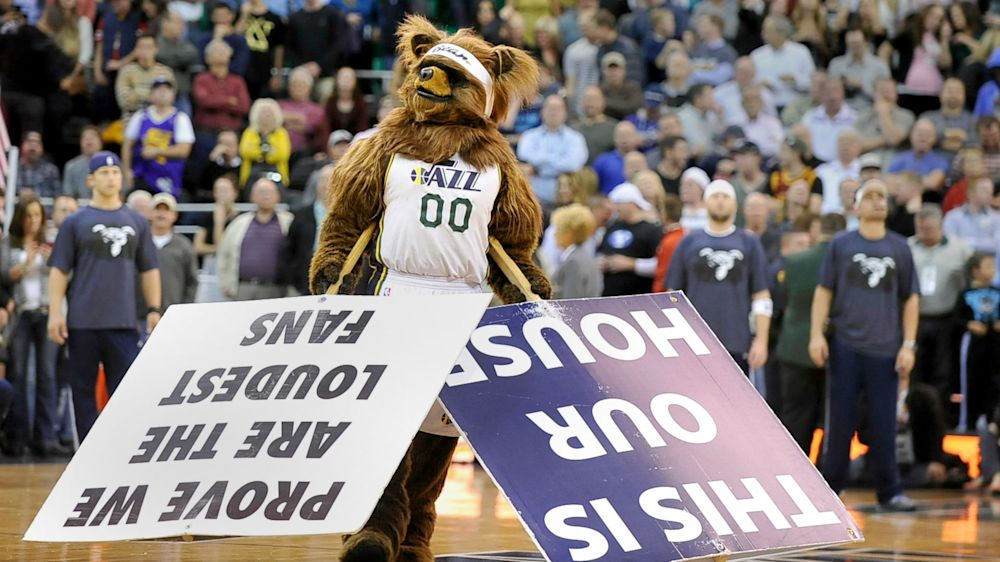 Jazz mascot bulldozes Clippers fan who pushed kid during on-court race