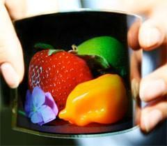 Samsung showcases 4.5-inch flexible AMOLED, may actually mass produce this one