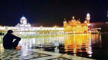 Photo Alert: Akshay Kumar visits the beautiful Golden Temple in Amritsar