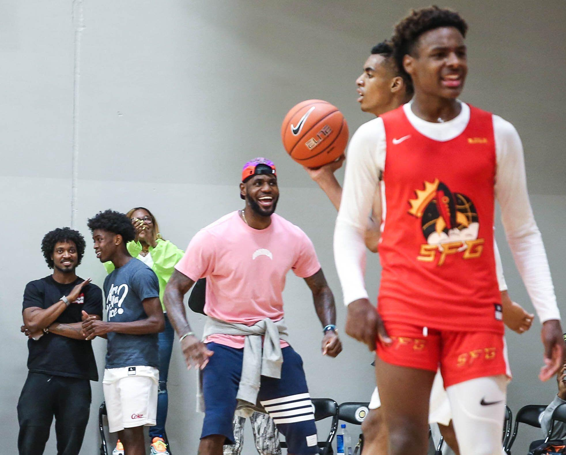 84b7ef0c8e2de LeBron coaches son Bronny, teammates at Nike tournament