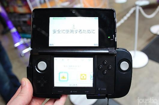 Kid Icarus: Uprising gets left-handed mode with Circle Pad Pro