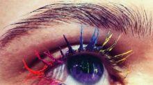 Passend zum Regenbogen-Highlighter: Der Regenbogen-Mascara