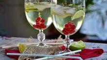 Colocar gelo e limão em bebidas pode causar doenças, diz estudo