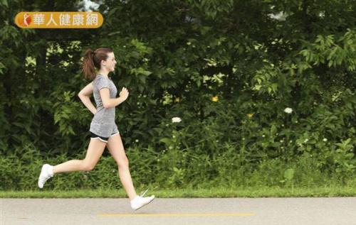對一般人來說,只靠跑步的減重速度緩慢,建議搭配多元的體能訓練,以提升運動減脂的效果。