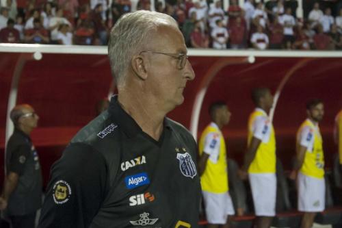 Caiu! Após nova derrota em clássico, Santos demite Dorival Júnior