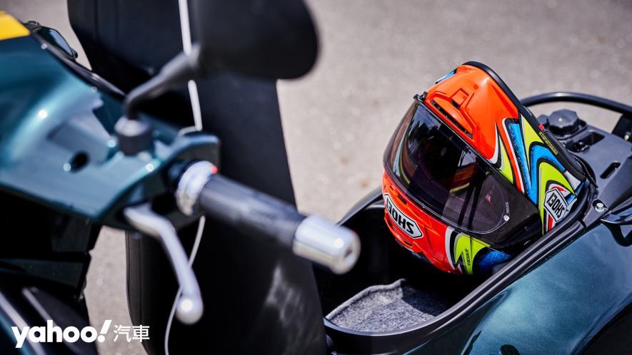 自由誠可貴的二輪時光機!2020 Vespa GTS 300 Racing Sixties城郊試駕! - 10