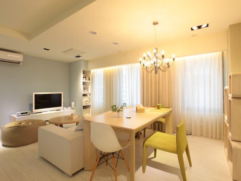 透過燈具或掛畫,營造出居家佈置的最佳氣氛。朵卡室內設計提供